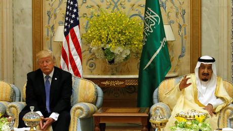 US-Präsident Donald Trump wartet auf den Beginn einer Veranstaltung mit König Salman ibn Abd al-Aziz Al Saud und Mitgliedern des Golfkooperationsrates in Riad am 21. Mai 2017.
