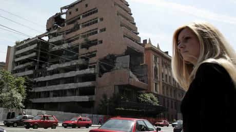 Das Hauptquartier der jugoslawischen Streitkräfte im Zentrum von Belgrad. Das Gebäude wurde im Zuge der NATO-Luftangriffe im Jahr 1999 zerstört. Das Foto wurde im Juni 2006 aufgenommen. Die Ruine steht bis zum heutigen Tage.
