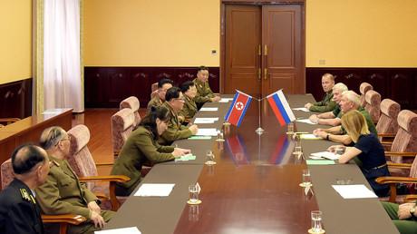 Zusammenkunft einer nordkoreanischen und einer russischen Delegation, 14. August 2018.
