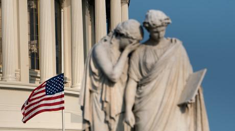 Eine Flagge weht am Kapitol zu Ehren des verstorbenen US-Senators John McCain auf Halbmast, 26. August 2018.