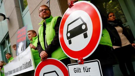 Saubere Luft durch Fahrverbote? Das fordern diese Demonstranten am Dienstag in Berlin.