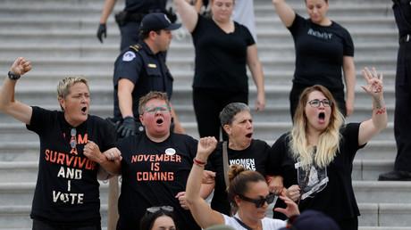 Lautstarker Protest: Vor der geplanten Abstimmung des US-Senats über die Bestätigung des nominierten Kandidaten für den Supreme Court, Brett Kavanaugh, versammelten sich am 6. Oktober zahlreiche Demonstranten vor dem US-Kapitol in Washington.