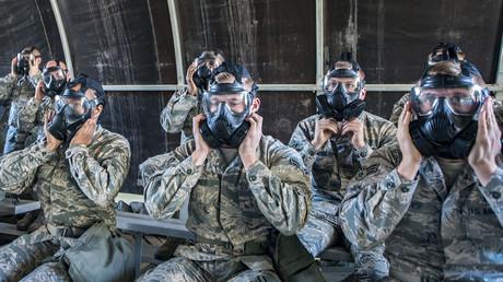 Air-Force-Soldaten mit Masken gegen biologische und chemische Waffen, Georgia, USA, 1 Februar 2018.