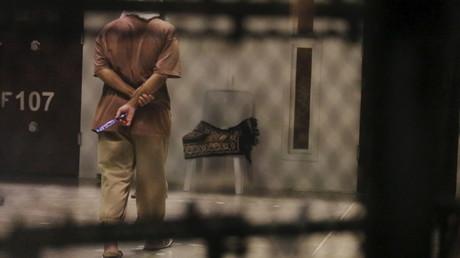 Ein Insasse von Camp VI auf der US-Naval Base in Guantanamo Bay, Kuba, 22. März 2016.