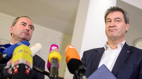 Freie Wähler-Chef Hubert Aiwanger (l.) und Markus Söder (CSU) nach den ersten Sondierungsgesprächen zwischen CSU und Freien Wählern nach den Landtagswahlen in Bayern