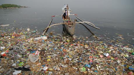 Die Verschmutzung der Weltmeere ist ein Problem, das letztlich alle Staaten und Menschen betrifft. Die Meere sind ein Beispiel für das