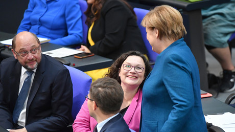 Andrea Nahles und Angela Merkel im Bundestag, Oktober 2018