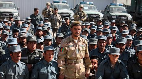 Der afghanische General Abdul Raziq (C), Polizeichef von Kandahar, posiert für ein Foto während einer Abschlussfeier in einem Polizeiausbildungszentrum in der Provinz Kandahar. (19. Februar 2017)