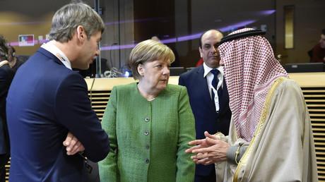 Bundeskanzlerin Angela Merkel im Gespräch mit dem saudischen Außenminister Adel al-Jubeir (rechts), Brüssel, Februar 2018