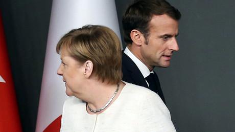 Angela MErkel und Emmanuel Macron beim Vierergipfel in Istanbul am 27.Oktober