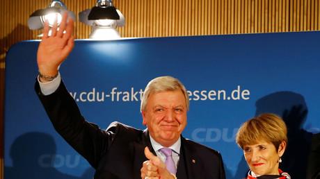 Lächeln, auch wenn es wehtut: Ministerpräsident Bouffier mit Ehefrau Ursula
