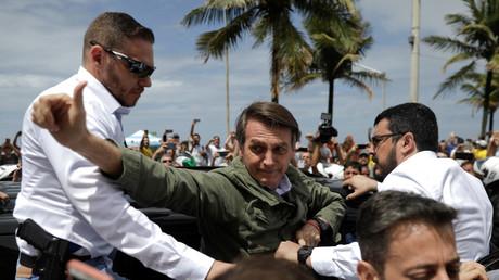 Jair Bolsonaro, rechtsextremer Gewinner der Präsidentschaftswahl und Kandidat der Sozialliberalen Partei (PSL) nach Abgabe seines Stimmzettel in Rio de Janeiro am 28. Oktober 2018 - Die PSL wurde jahrelang von der FDP-nahen Naumann-Stiftung unterstützt.