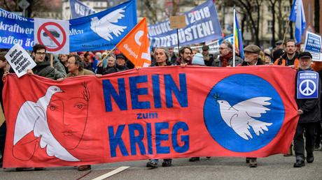Auch dieses Jahr mobilisierte die Friedensbewegung zu Ostermärschen - doch im Vergleich zu den1980ern kommen nur noch wenige Menschen zu der jährlichen Veranstaltung. (Bild aus München, 31. März 2018)
