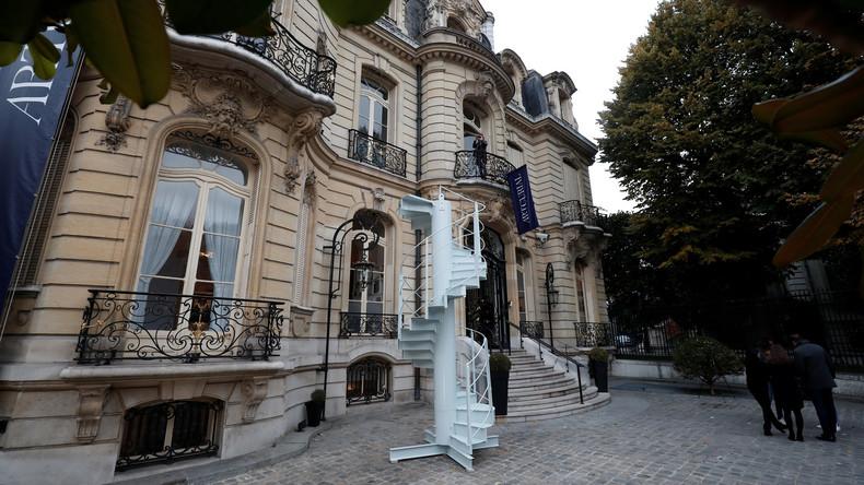 Ein Stückchen Paris zum Mitnehmen: Original Treppenstück des Eiffelturms wird versteigert