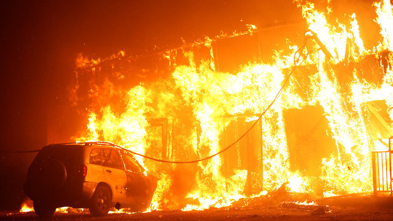 Buschfeuer in Nordkalifornien schlägt Tausende in die Flucht