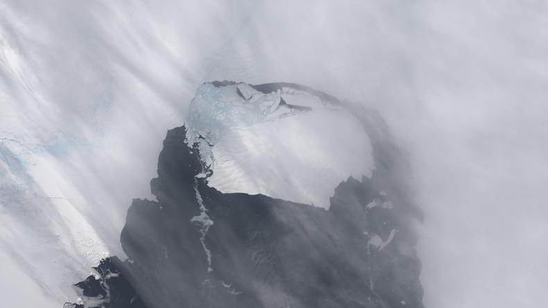 NASA präsentiert Eisberg in Form eines Sarges auf dem Weg in sein Jenseits
