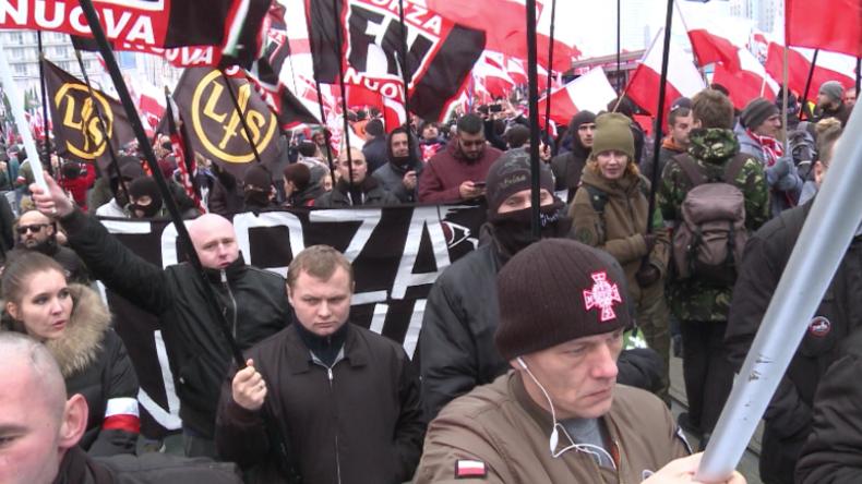 Polen: 250.000 Menschen marschieren zum 100. Unabhängigkeitstag Seite an Seite mit Rechtsextremen