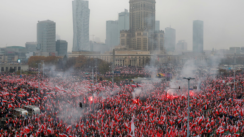 """""""Für ein weißes und katholisches Polen"""" - 250.000 Nationalisten marschieren in Warschau"""