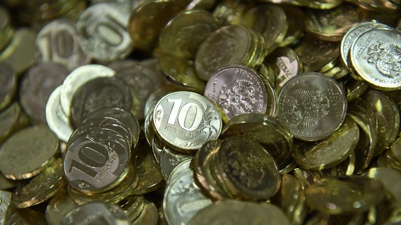 Kundenorientiertes Verhalten: Männer bezahlen iPhone XS mit einer Badewanne voller Münzen