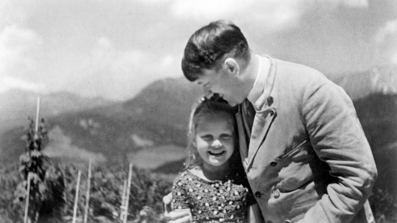 Foto mit Hitler und jüdischem Mädchen für 10.000 Euro versteigert
