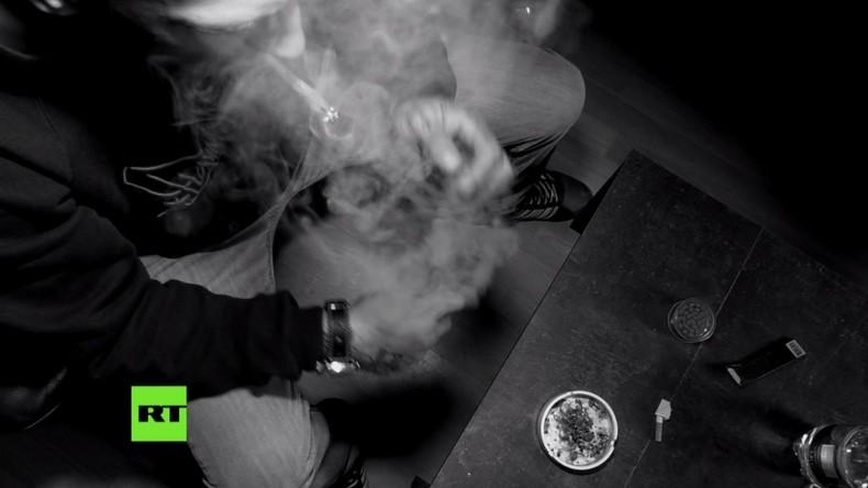 Verseuchtes Gras: Wie Drogenhändler mit der Gesundheit ihrer Kunden spielen (Video)