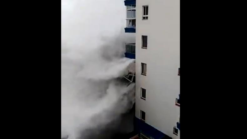 Wellen reißen Balkone mit – Schwere Unwetter auf Kanarischen Inseln