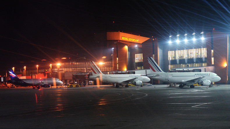 Boeing 737 überrollt Mann auf Flughafen in Moskau: Mann tot, Maschine beschädigt