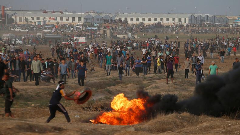"""""""Israelischer Scharfschütze"""" verletzt Kameramann in Presse-Weste beim Filmen von Protesten in Gaza"""