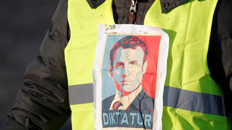 """Mann mit """"Gelber Weste"""" und Sprengstoff stellt sich Frankreichs Polizei"""