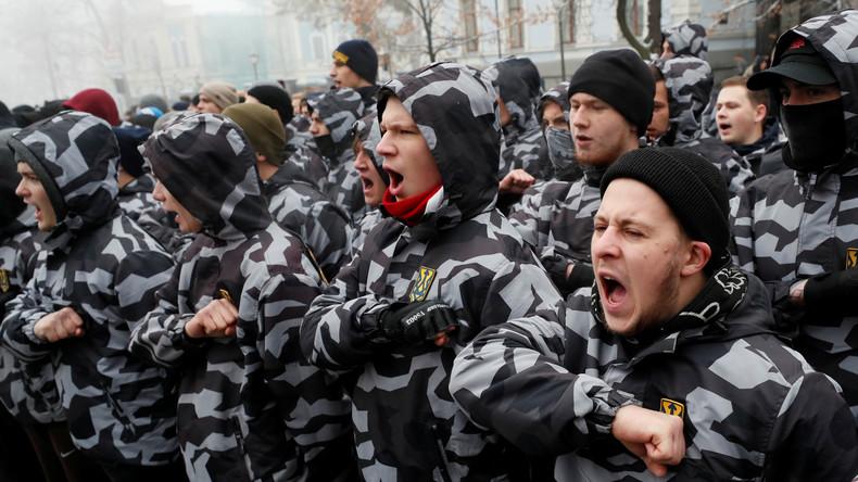 Ukrainischer Präsident umgeht Parlament und verhängt Kriegszustand
