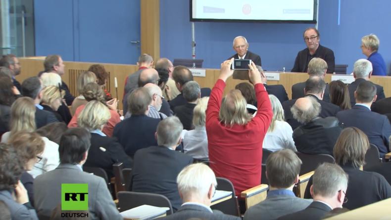 Schäuble und Schriftsteller Menasse im Gespräch: Was ist die größte Gefahr für die Demokratie?