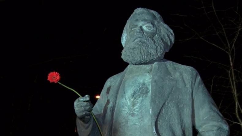 Deutschland: Neubrandenburg enthüllt nach 16 Jahren Statue von Karl Marx