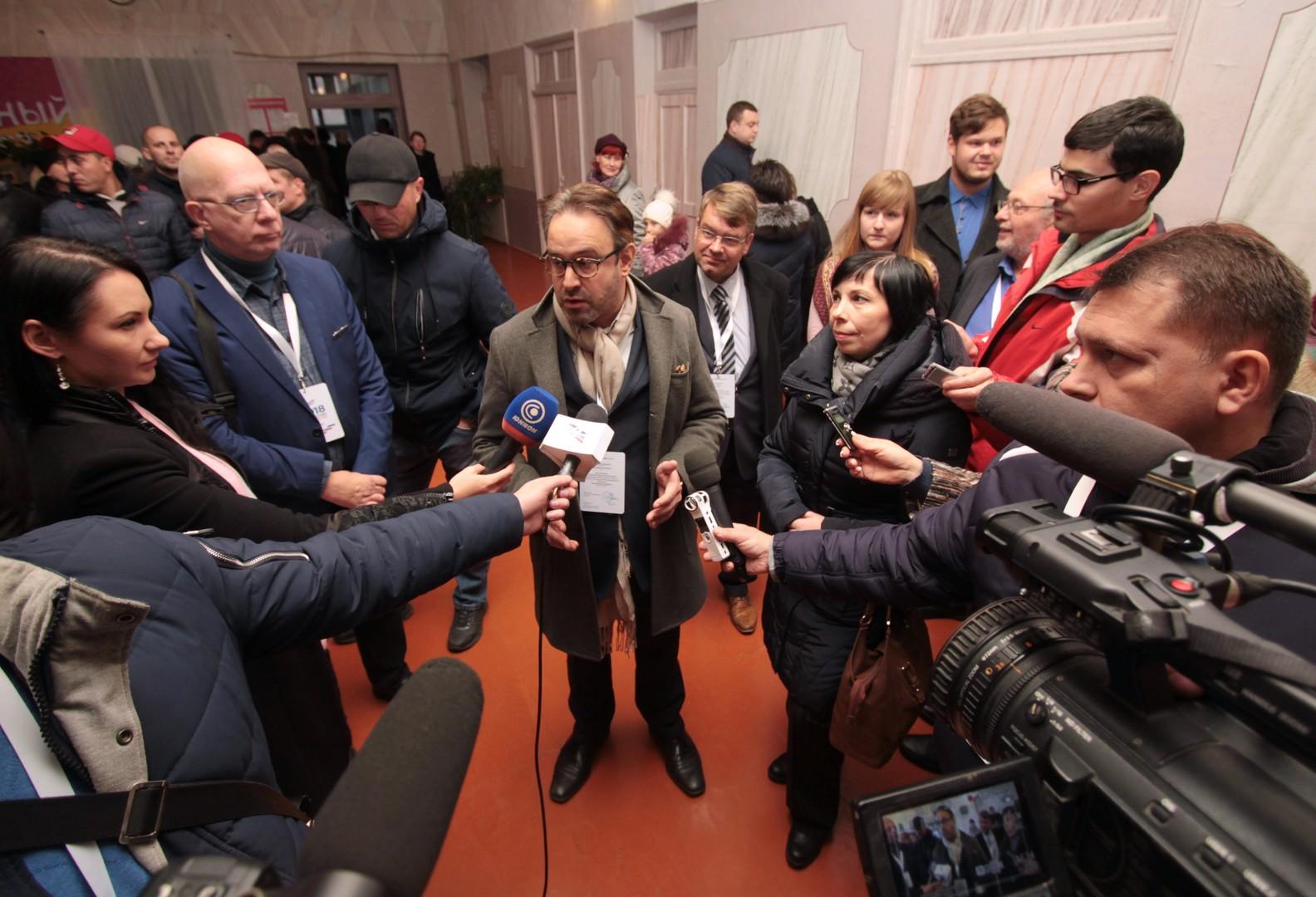 Die Wahlen im Donbass: Hohe Beteiligung trotz Drohungen und Nichtanerkennung
