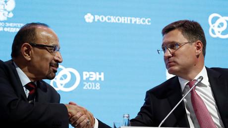 Der saudische Energieminister Khalid al-Falih und der russische Energieminister Alexander Nowak während der Energiewoche in Moskau, Russland, 4. Oktober 2018.