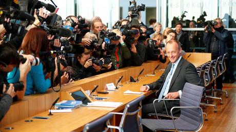 Friedrich Merz genießt die Aufmerksamkeit der Presse bei der Bundespressekonferenz.