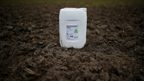 Hoch umstritten, aber immer noch nicht verboten: Das Pflanzenschutzmittel Glyphosat.
