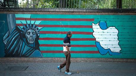 Eine Mauer in Teheran.