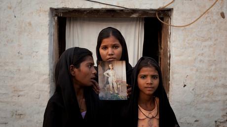 Die Töchter von Asia Bibi in Sheikhupura, Pakistan, 13. November 2010.
