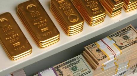 Russland hat seine Goldreserve deutlich aufgestockt und die US-Staatsanleihen verkauft, schreibt die US-Zeitschrift Wall Street Journal.