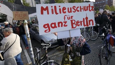 Demonstration gegen Mietervertreibung, Gentrifizierung und soziale Armut in Berlin Prenzlauer Berg. Auch die Studie