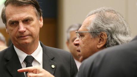 Die brasilianische Justiz ermittelt gegen den gewählten Präsidenten Jair Bolsonaro (l.) und dessen designierten Wirtschaftsminister Paulo Gerdes.