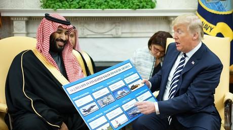 US-Präsident Donald Trump (rechts) empfängt den saudischen Kronprinzen Mohammed bin Salman im Oval Office des Weißen Hauses am 20. März 2018 in Washington, DC.