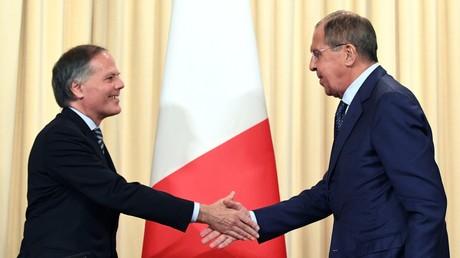 Der Außenminister Russlands Sergei Lawrow und sein italienischer Amtskollege Enzo Moavero Milanesi am 08.10.2018