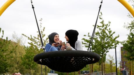 Spielplatz in Mimersparken, nahe dem Ghetto Mjölnerparken, Kopenhagen, Dänemark, 11. Mai 2018.