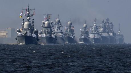 Die Russische Bedrohungskulisse im Schwarzmeer- und Ostseeraum war das Thema bei der Konferenz der Heinrich-Böll-Stiftung am 27. November. Auf dem Bild: Schiffe der russischen Ostseeflotte bei einer Militärparade.