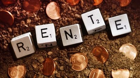 Die Menschen sollen für ihren Ruhestand nicht nur in die Rententöpfe einzahlen, sondern privat vorsorgen, heißt es. Eine aktuelle Studie über private Rentenanbieter kommt zu einem vernichtenden Ergebnis.