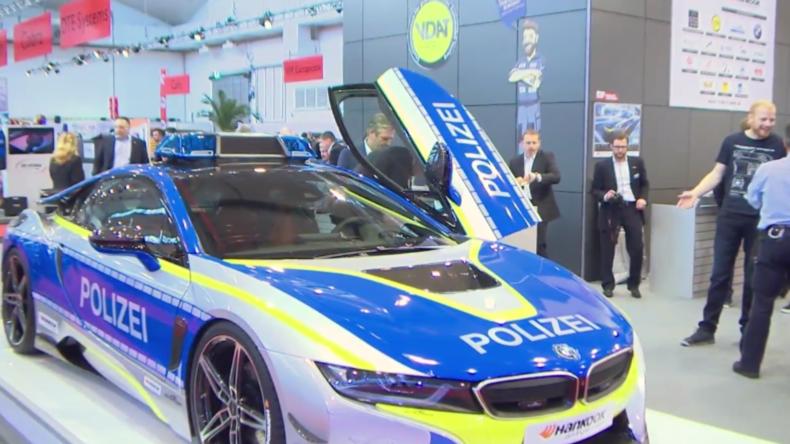 Eins, Zwei, Polizei! Deutsche Polizei wirbt mit BMW i8 für sicheres und konformes Tuning