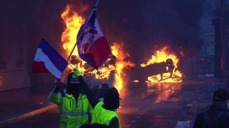 Gelbwesten-Proteste gegen Austerität in Paris -  Stadt der Liebe versinkt im Chaos