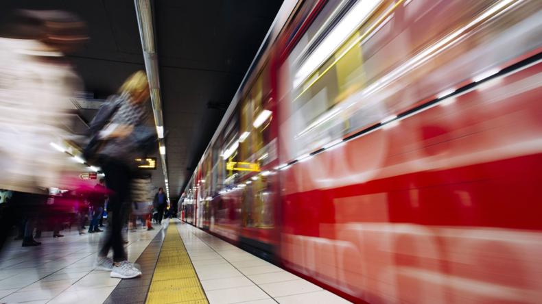 Unbekannte versprühen Reizgas in Kölner Straßenbahn - 15 Verletzte