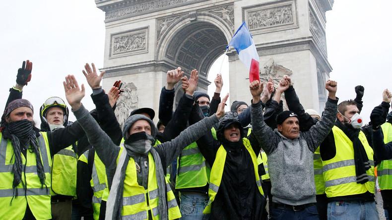 Es ist offiziell: Frankreichs Regierungschef setzt nach massiven Protesten Steuererhöhung aus